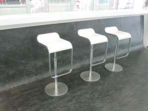 Аренда белого барного стула_прокат дизайнерской мебели_киев