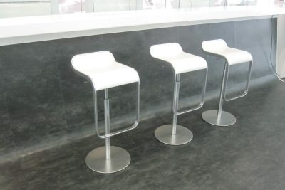 """Аренда (прокат) белых дизайнерских барных стульев """"Сигма"""" по 300 грн/сутки"""