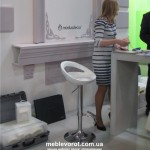 Прокат пластикового стула барного белого в Киеве