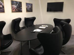 Аренда овального стола черного цвета_прокат овальных столов