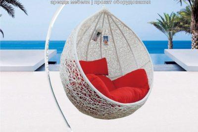 Аренда (прокат) подвесного кресла-шара из ротанга белого цвета с напольной подставкой по 800 грн/сутки