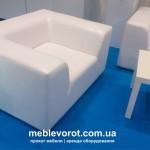 Удобное белое кресло напрокат