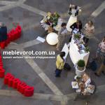Прокат стола кофейного стеклянного из букв красного по Киеву