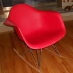 Аренда кресла-качалки красного цвета в Киеве