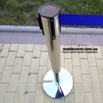 Прокат оградительных столбов с синей лентой в Киеве